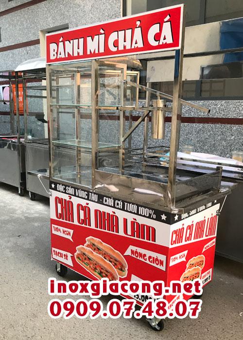 Xe bán bánh mì chả cá